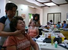 finalizando el masaje tronada de anginas