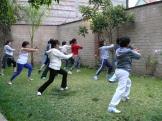 alumnas practicando