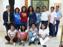 Alumnos, Mtra Jessica Cervantes y la Dra. Luci Cordero, Dir. del CICSH